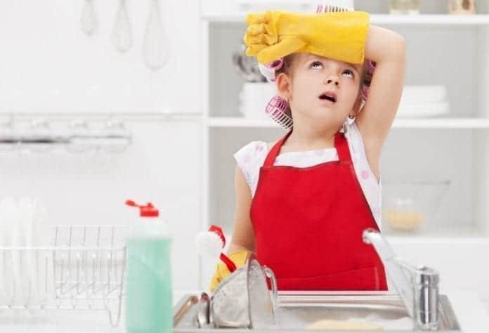 kućni poslovi, kućni poslovi primereni uzrastu, vaspitavanje, roditeljstvo, odrastanje