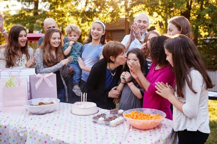porodica, disfunkcionalna porodica, slavlja, proslave, okupljanje, svađanje, porodične nesuglasice, porodično neslaganje