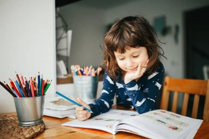 pažnja kod dece, koncentracija, fokus, usmeravanje pažnje, rast i razvoj, opažanje, fina motorika, koordinacija, roditeljstvo