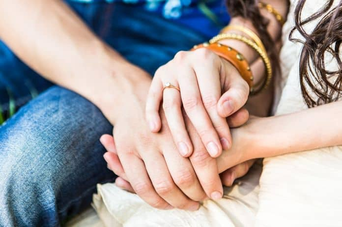 dodir, emocionalna inteligencija, razvoj deteta, zagrljaj, veze, roditeljstvo, prijatelji, porodica, vezanost, međuljudski odnosi