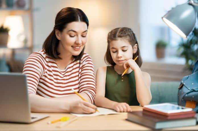 odlaganje, odlaganje obaveza, prokrastinacija, odlaganje obaveza kod dece, deca, školovanje, domaći zadatak, školske obaveze, roditeljstvo, saveti