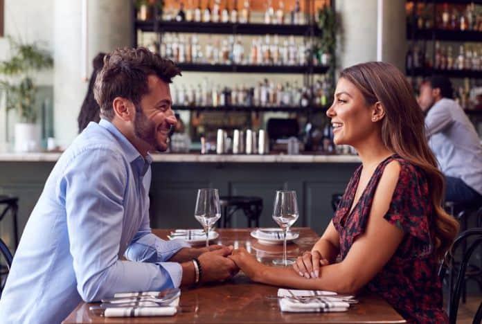romantične veze, veza, ljubav, zaljubljenost, par, prvi sastanak, sastanak, intimnost, partner, intimni partneri, emocije, emotivni odnosi