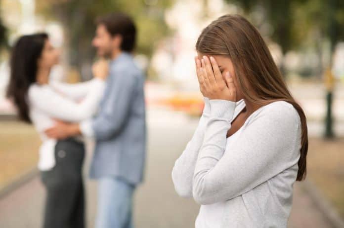 izdaja, trauma, trauma izdaje, poverenje, narušeno poverenje, partnerstvo, veza, romantična veza, brak, razvod, razvod braka, raskid, raskid veze, emocije, podrška,